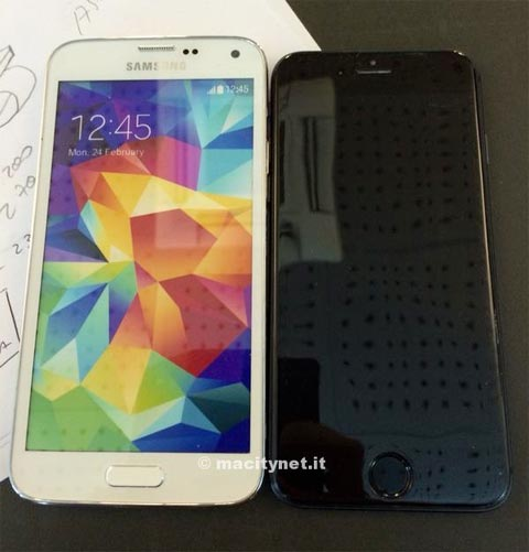 Galaxy S5 y maqueta del iPhone 6