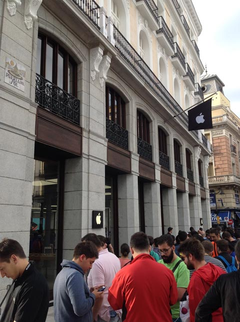 Colas frente a la Apple Store