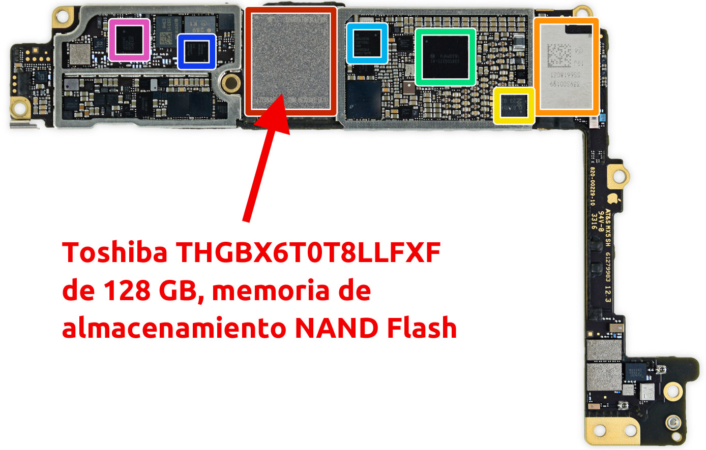Chip de memoria NAND Flash de Toshiba en la placa base de un iPhone 7