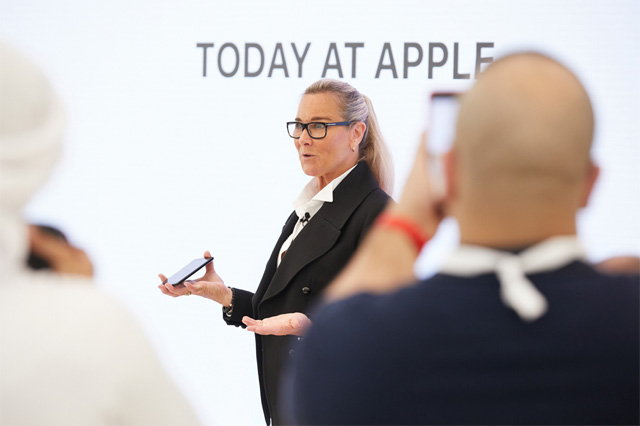 Angela dando a conocer Today at Apple