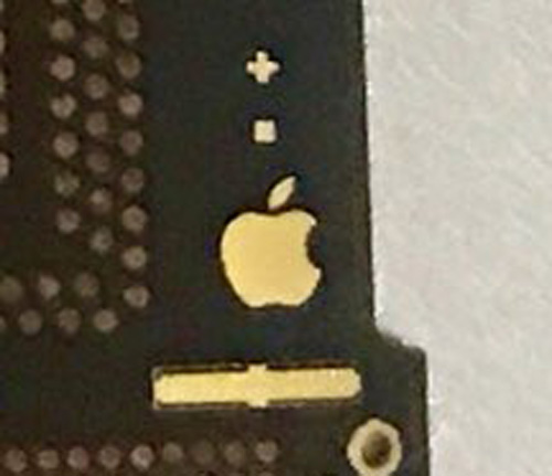 Logo de Apple en Supuesta placa base del supuesto iPhone 8