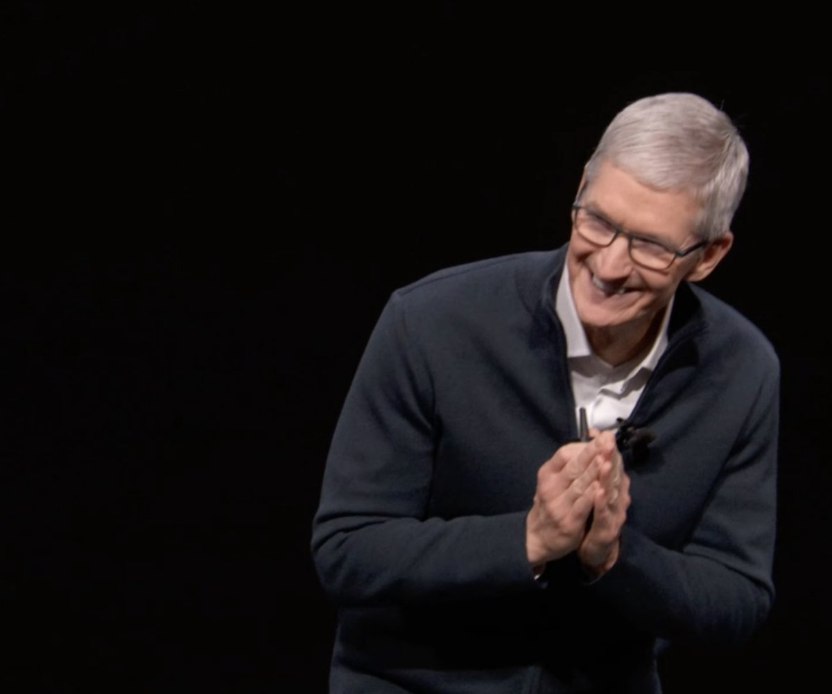 Tim Cook en el Evento de presentación del iPad Pro todo pantalla, del Mac mini y del MacBook Air Retina