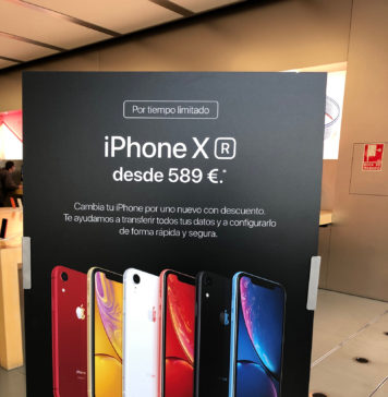 iPhone XR promocionado en una Apple Store con un descuento entregando un iPhone antiguo