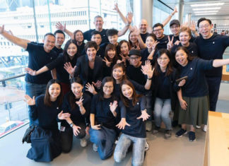 Deirdre O'Brien en la Apple Store de Hong Kong